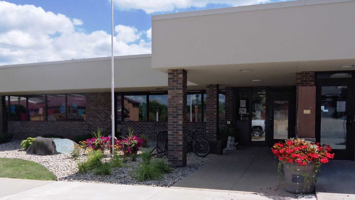 Image of Thompson Home Public Library in Ithaca Michigan